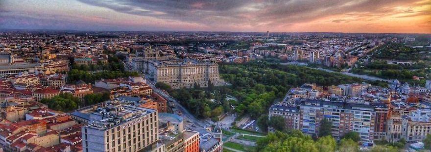 Madrid. Puesta de sol desde la terraza hotel Riu. Plaza de España