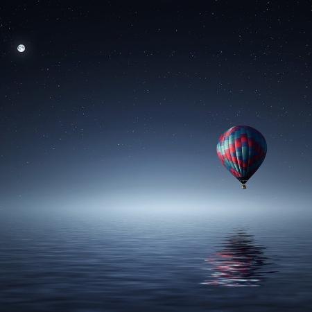 globo volando por el mar con luna llena